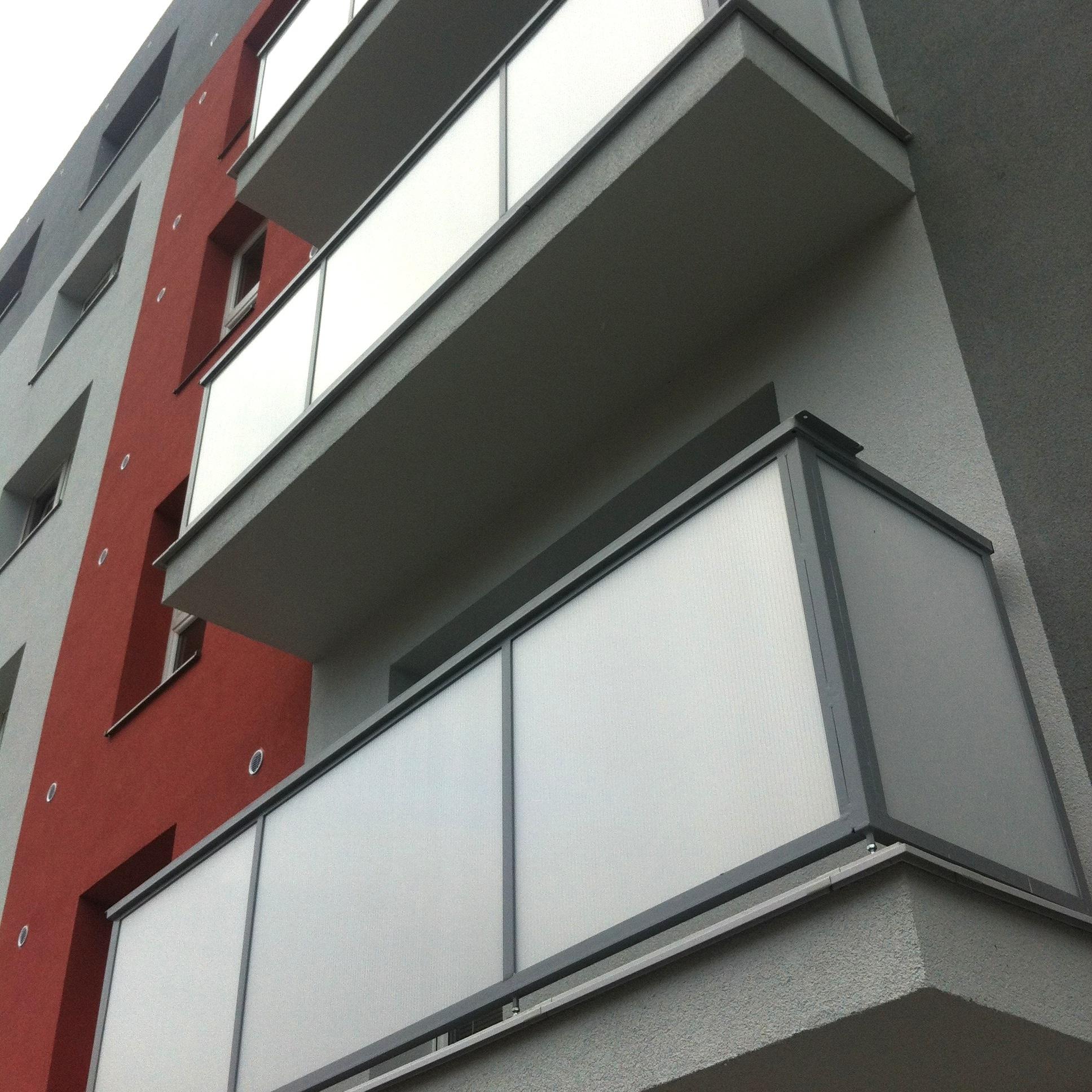 Balkóny na ul. Karola Salvu